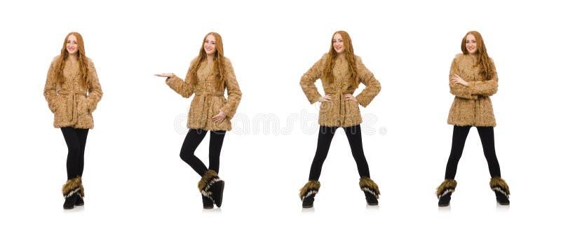 Menina do ruivo no casaco de pele isolado no branco fotografia de stock