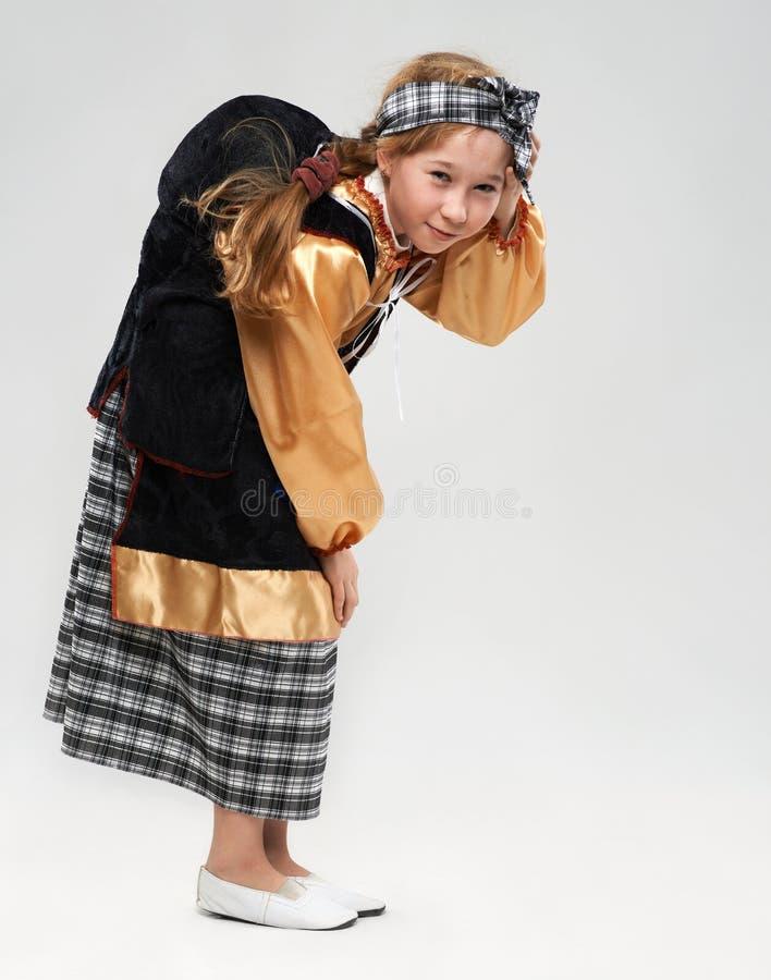 Menina do ruivo no traje da bruxa imagens de stock