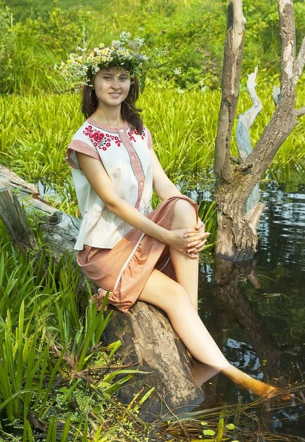 Menina do russo no rio imagens de stock royalty free
