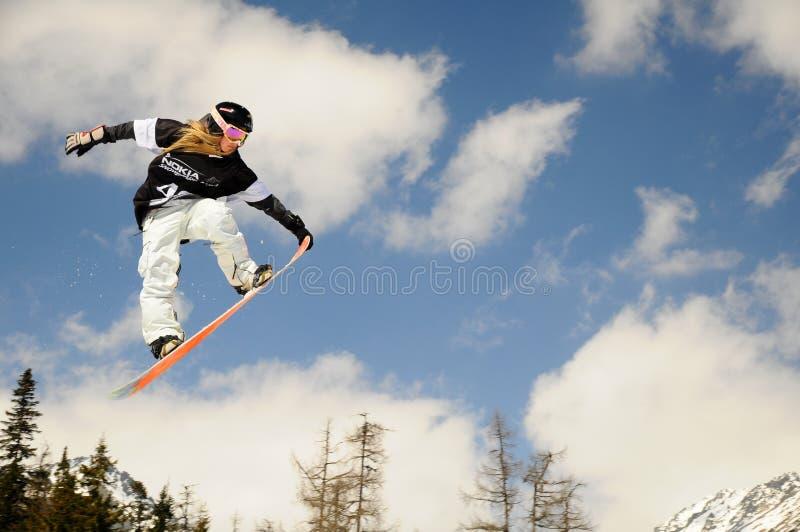 Menina do Snowboard na raça   imagem de stock