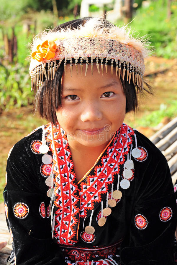 Menina do tribo do monte imagem de stock royalty free