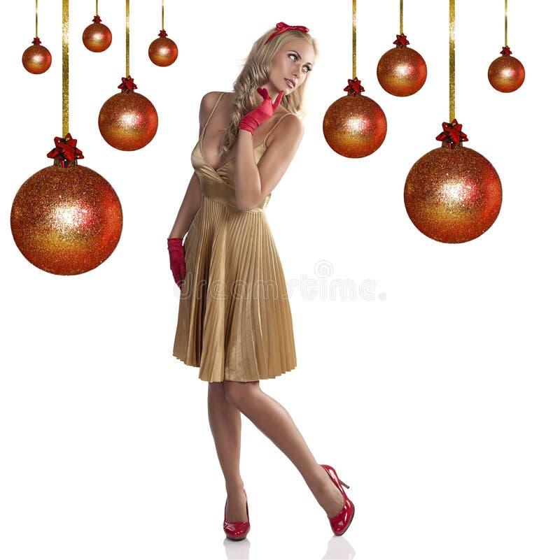 Menina doce do Natal no vestido dourado foto de stock royalty free
