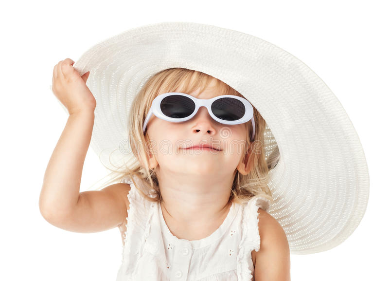 Menina doce pequena caucasiano 2 anos velha no chapéu branco fotografia de stock royalty free