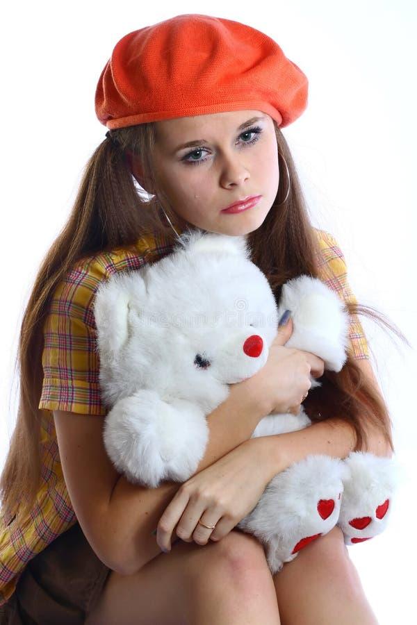 Menina dolorosa com urso branco imagem de stock