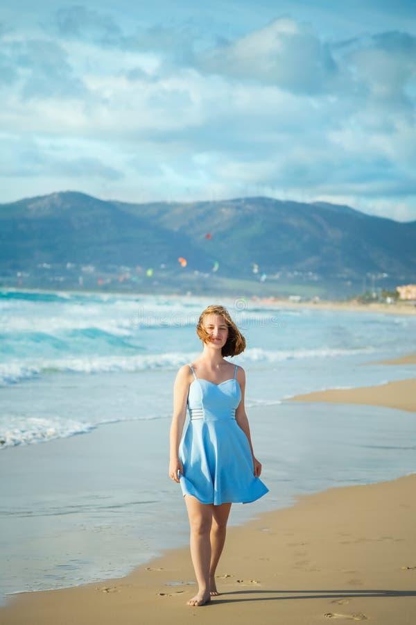 Menina dominiquense na praia imagens de stock royalty free