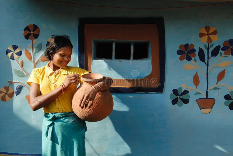 Menina dos adolescentes em India rural fotos de stock