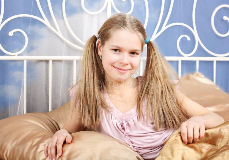 Menina dos dez anos felizes imagens de stock royalty free