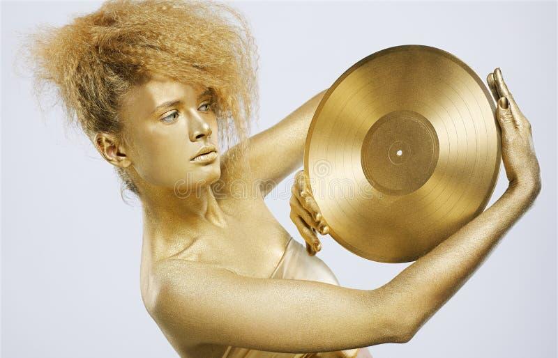 Menina dourada com vinil imagens de stock