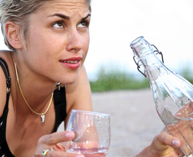 Menina e água foto de stock royalty free