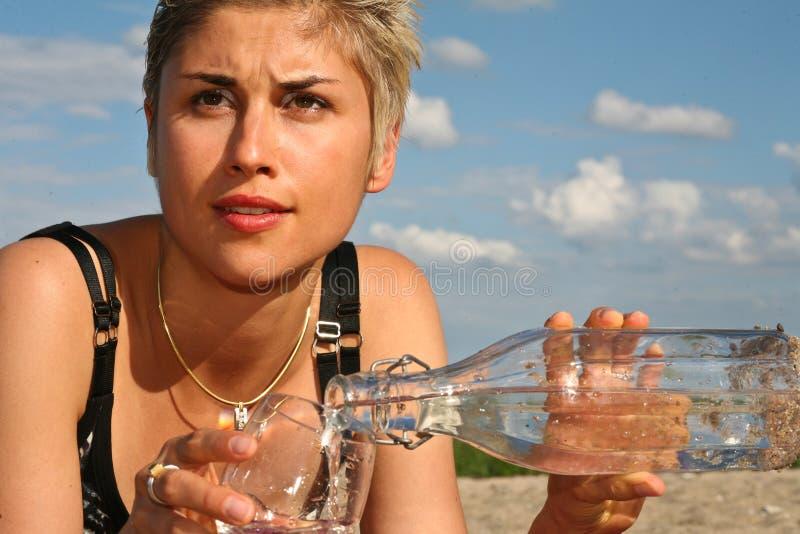 Menina e água fotografia de stock royalty free