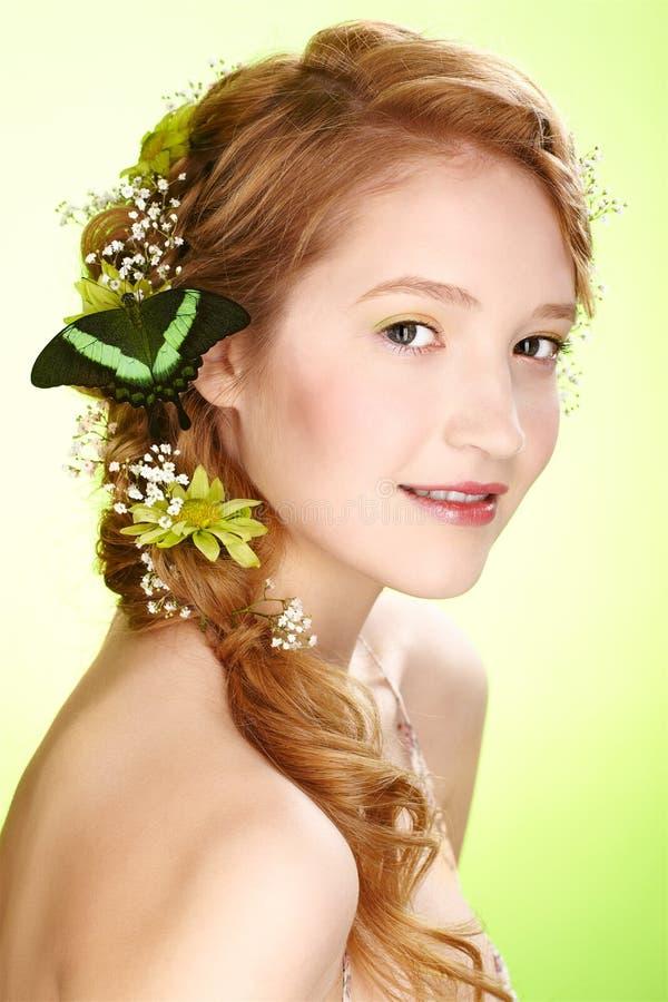 Menina e borboleta bonitas imagens de stock royalty free