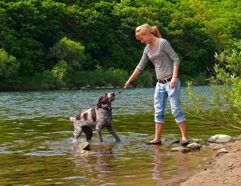 Menina e cão 2 fotografia de stock