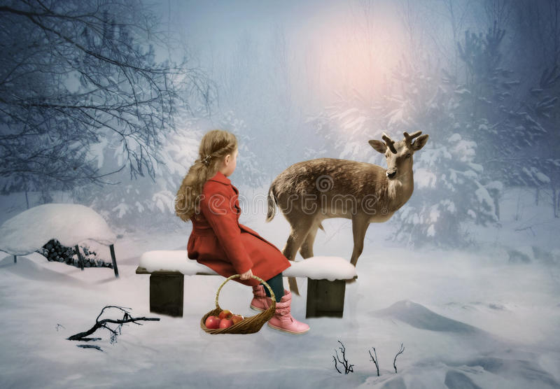 Menina e cervos fotografia de stock