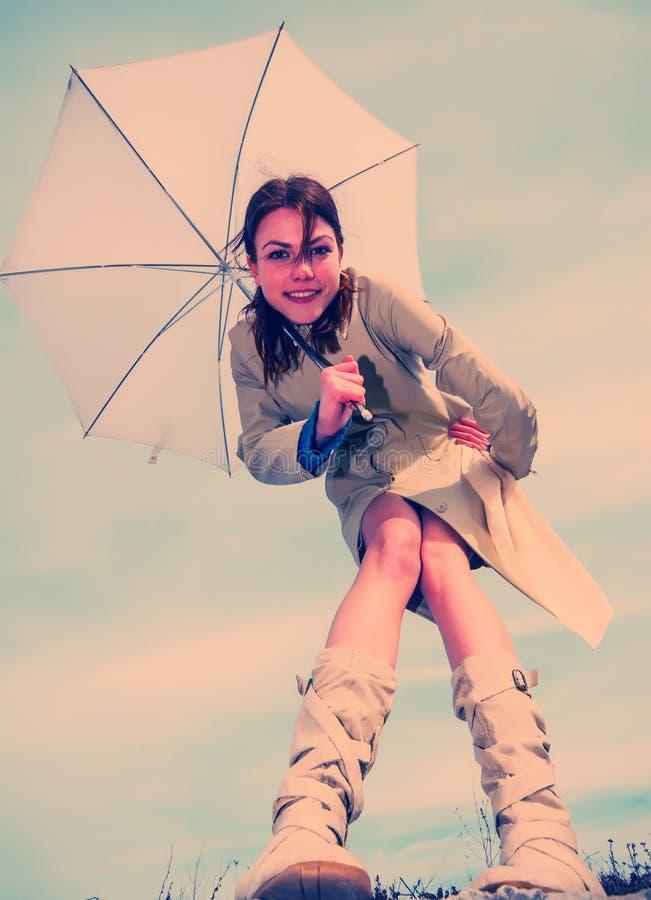 Menina e guarda-chuva imagem de stock