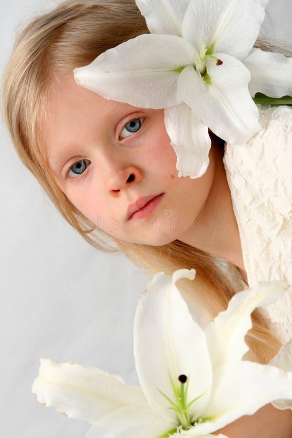 Menina e lírios fotografia de stock royalty free