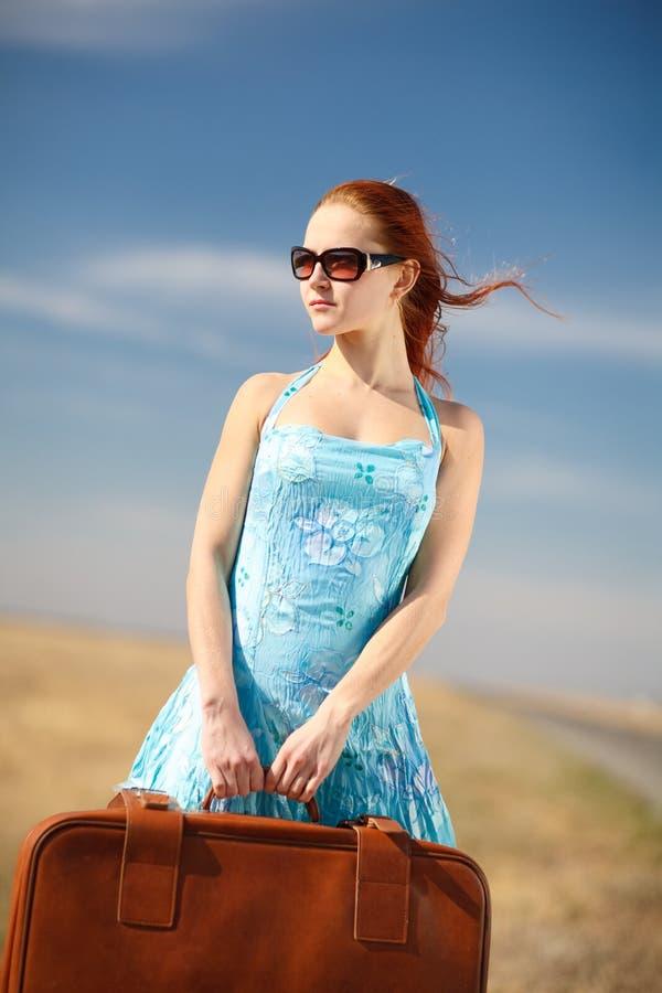 Menina e mala de viagem fotografia de stock royalty free