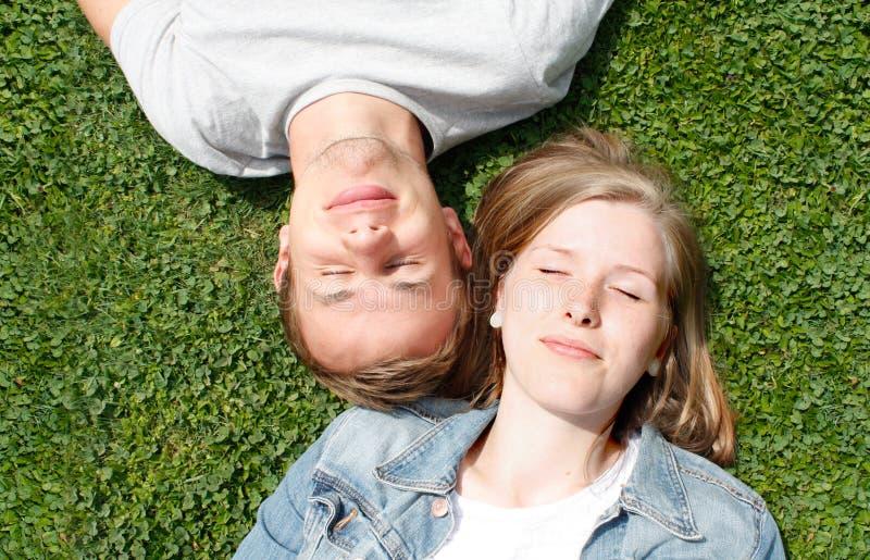 Menina e menino felizes imagens de stock royalty free