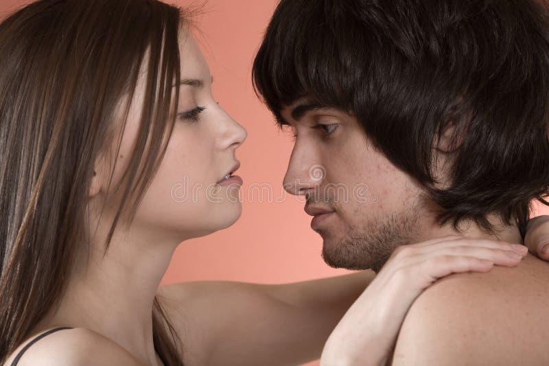Menina e menino 'sexy' agradáveis imagens de stock royalty free