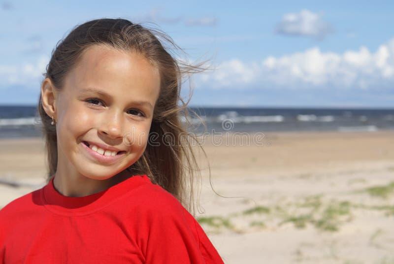 Menina e o mar imagens de stock