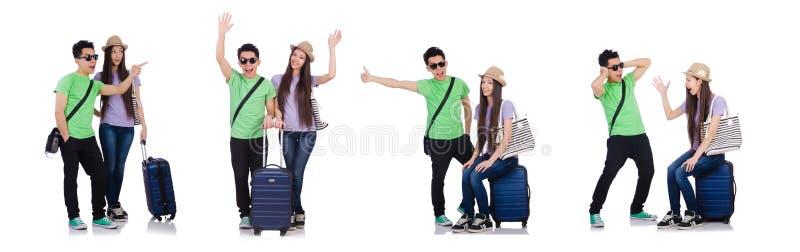 A menina e o menino com a mala de viagem isolada no branco imagens de stock royalty free
