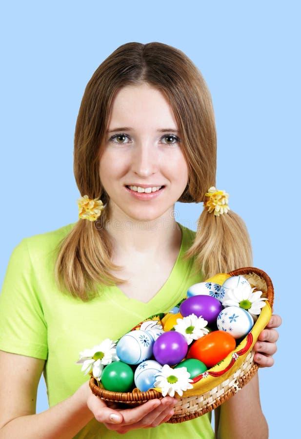 Menina e ovo de easter fotografia de stock royalty free
