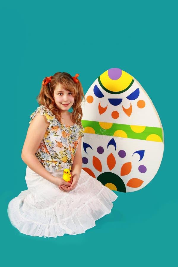 Menina e ovos da páscoa imagens de stock
