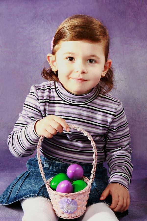 Menina e ovos da páscoa imagem de stock royalty free