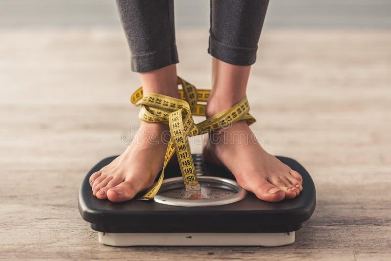 Menina e perda de peso imagens de stock royalty free