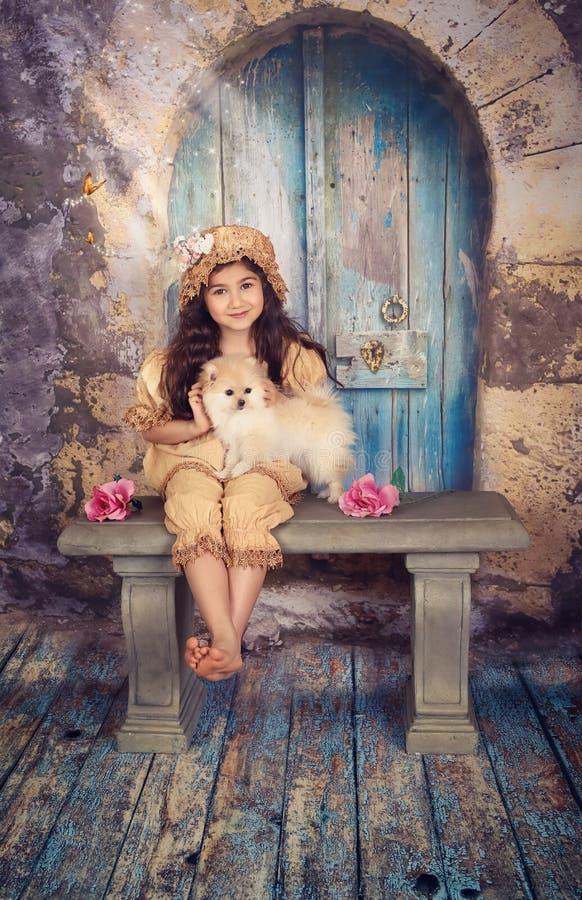 Menina e seu filhote de cachorro imagem de stock royalty free