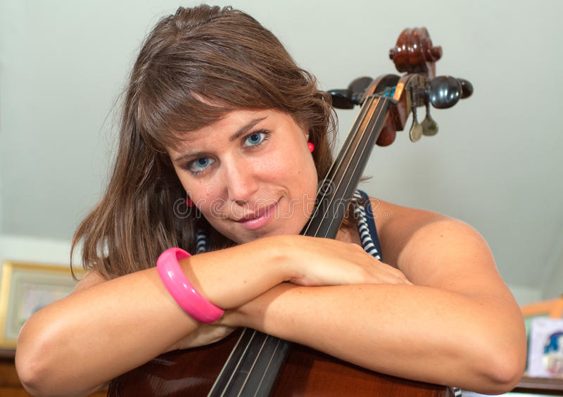 Menina e violoncelo imagens de stock royalty free