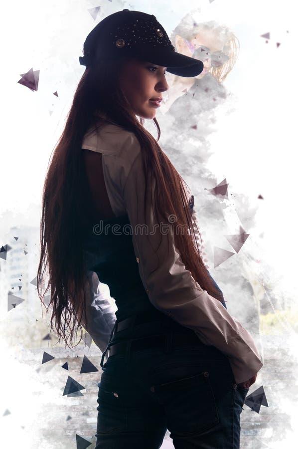 Menina elegante atrativa que levanta na arte do fundo imagens de stock royalty free