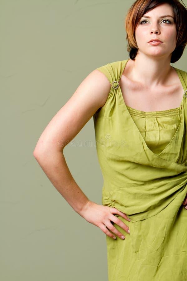 Menina elegante com cabelo curto imagem de stock