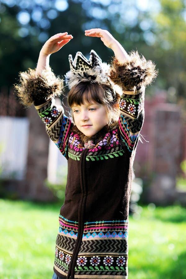 Menina elegante da criança com as mãos aéreas fotos de stock royalty free