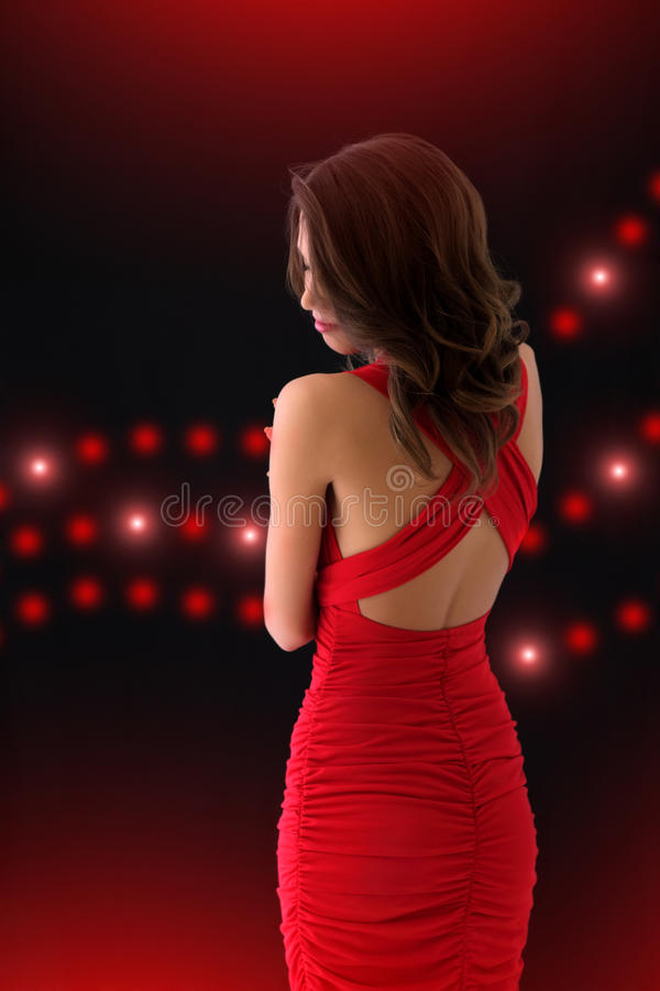 Menina elegante em um vestido vermelho foto de stock royalty free