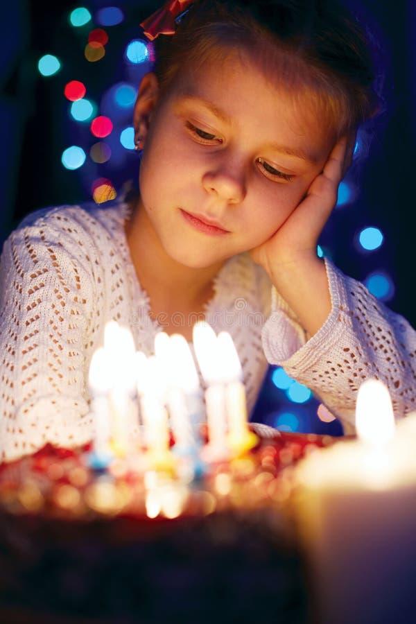 Menina em antecipação ao feriado imagens de stock royalty free