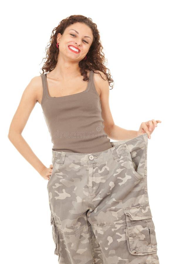 Menina em calças demasiado grandes camuflar fotografia de stock