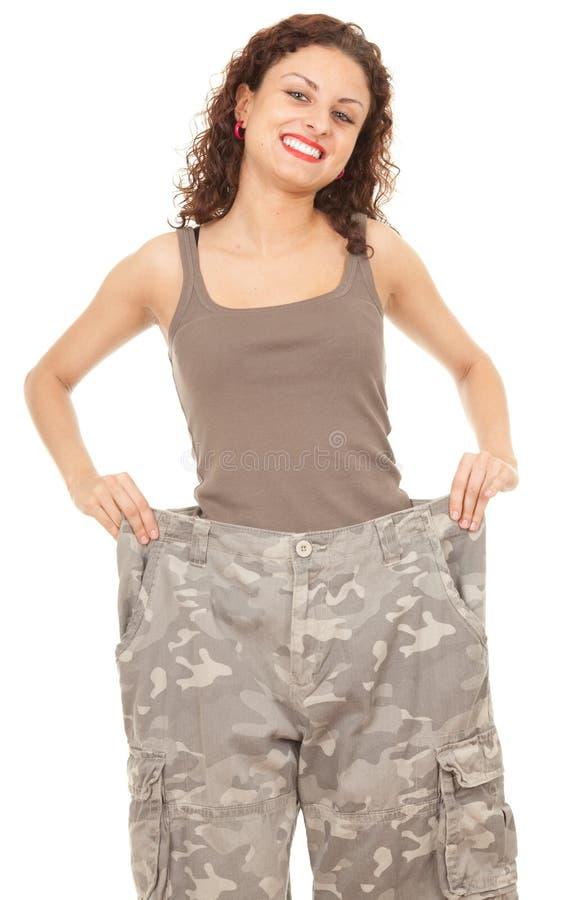 Menina em calças demasiado grandes camuflar fotos de stock