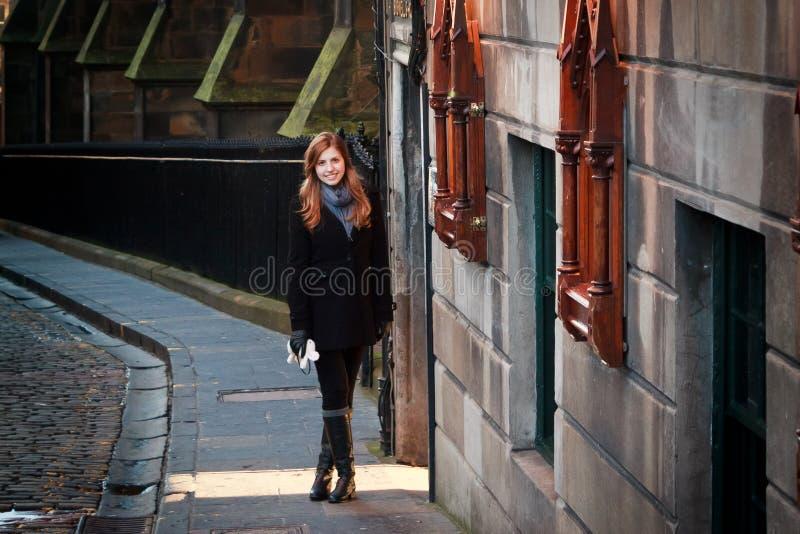 Menina em Edimburgo, Escócia fotos de stock royalty free