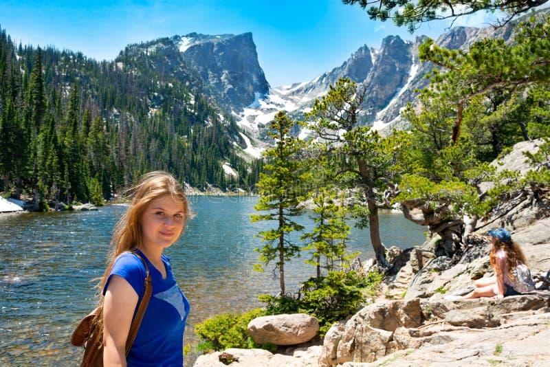 Menina em férias de verão em Colorado fotografia de stock royalty free