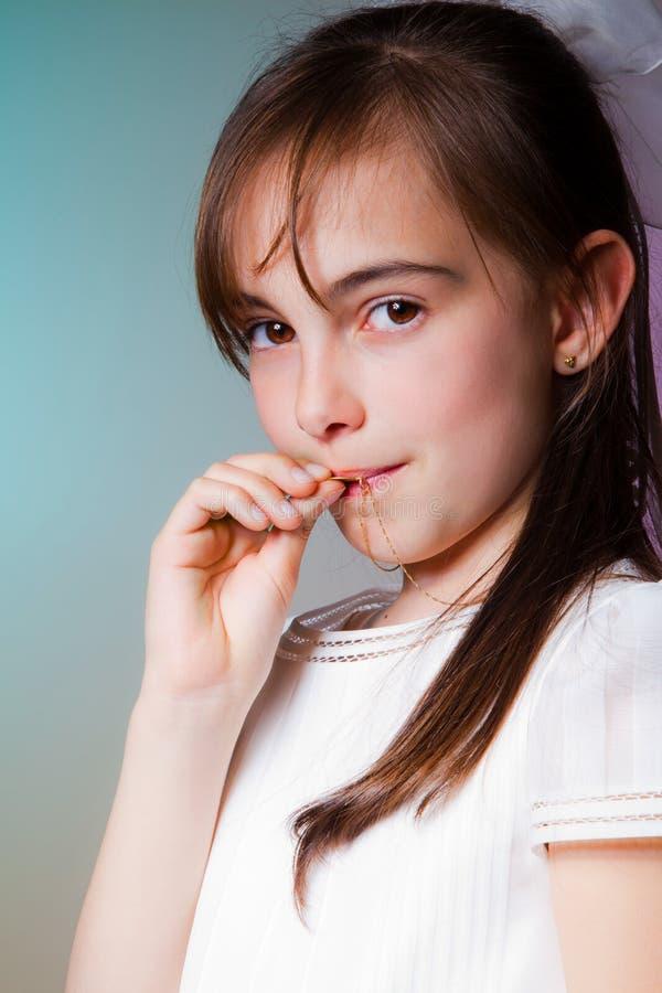 Download Menina Em Seu Primeiro Dia Do Comunhão Foto de Stock - Imagem de catholic, beleza: 26500194