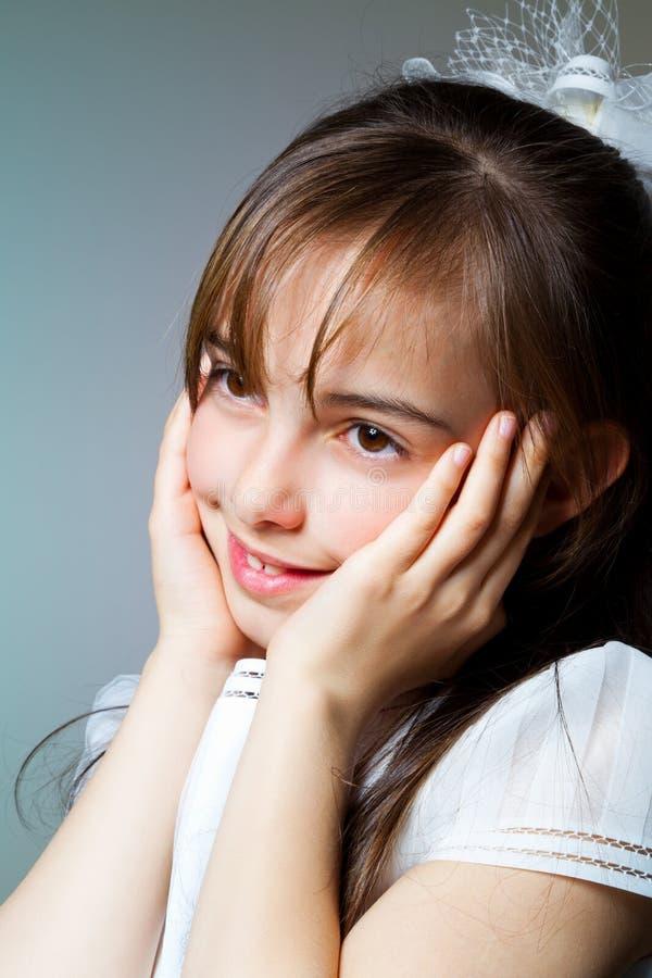 Download Menina Em Seu Primeiro Dia Do Comunhão Imagem de Stock - Imagem de pessoa, cultura: 26500279