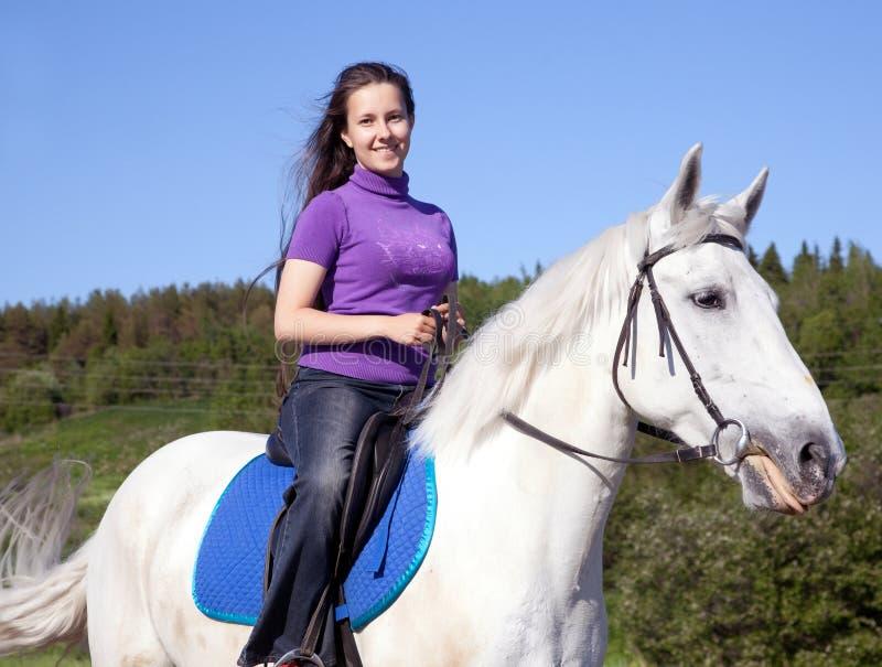 Menina em um cavalo branco imagem de stock royalty free