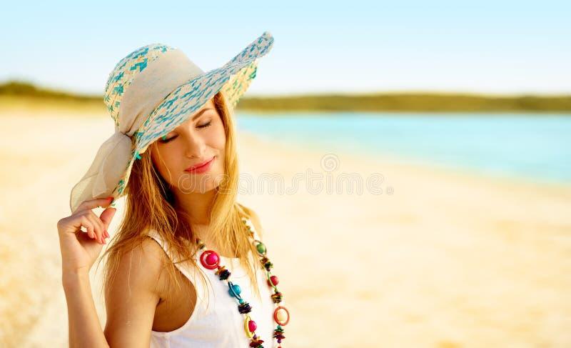 Menina em um chapéu imagem de stock