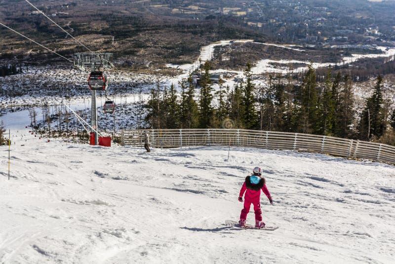 Menina em um snowboard fotografia de stock royalty free