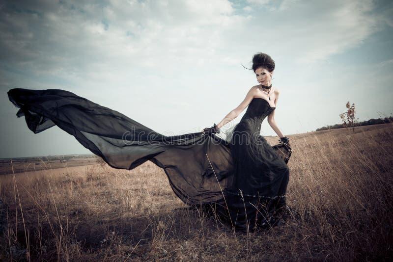 A menina em um terno gótico imagem de stock royalty free