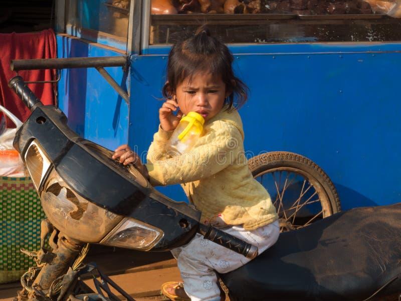 Menina em um velomotor imagens de stock