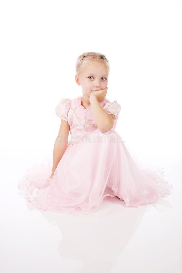 Download Menina Em Um Vestido Elegante Cor-de-rosa. Foto de Stock - Imagem de grace, beleza: 16867986