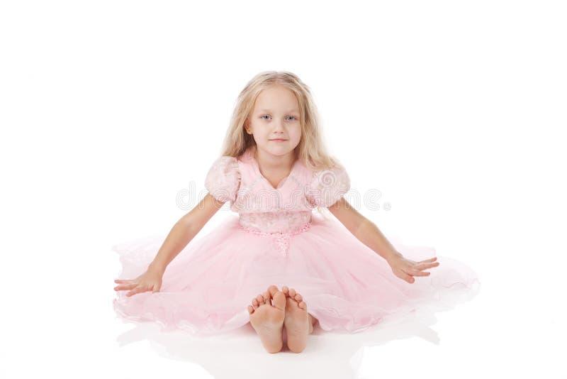 Download Menina Em Um Vestido Elegante Cor-de-rosa. Imagem de Stock - Imagem de infância, brilhante: 16868027