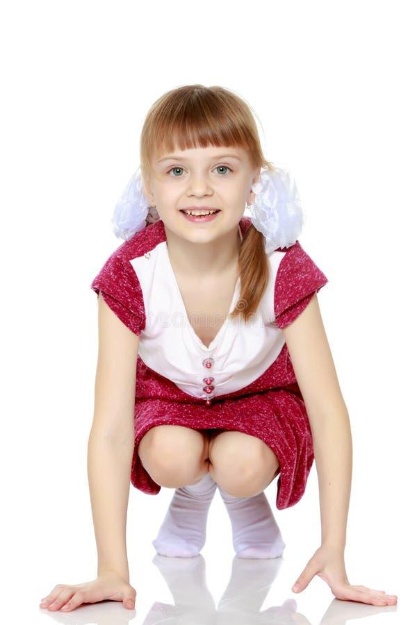 Menina em um vestido vermelho fotografia de stock royalty free
