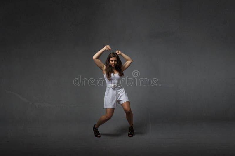 Menina em uma dança selvagem fotografia de stock royalty free